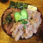 魚久 - マグロ丼