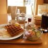 KOBE  WAFFLE&CAFE - 料理写真:A~Dまで4種あるモーニングのセットの中の、Cのハーフワッフルサラダ&ベーコンエッグ&デザート450円です、ドリンクはアイスコーヒー