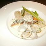 ビストロ ラ バルブ - 魚料理=スズキのポワレ・あさりソース