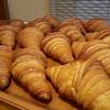 あらぱん - 料理写真:国産小麦とフランス小麦で作ったクロワッサンはバターがたっぷり