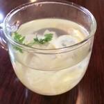 ジュディ カフェ - レモンいっぱいで美味しい〜自家製レモネード600円