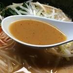 壱蔵家 - 脂は少な目ですが、味は普通に。超濃厚にビビってましたが、美味しいスープ。