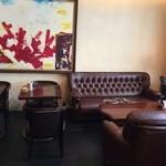 ジュディ カフェ - ゆったりソファ席もあります