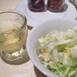 SPICE DINING biji  - サラダとマンゴーの香りがするお水