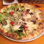 ミリオンダラー カフェ - ランチのピザセット二種類の味
