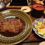 彦 - ステーキ定食(2263円)。