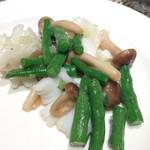 ルーロン - イカと春野菜の塩炒め。