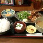 うみブタ - 若鶏の唐揚げ定食(550円)+生玉子(50円)