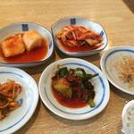 牛村 - 韓国料理の定番おかず