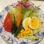 白い幻想 - セットのサラダ。ドレッシングがおいしいです。