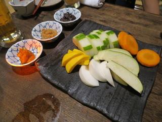 味噌鐡 カギロイ - 有機野菜の盛合せ(加賀太胡瓜、水茄子、蕪、人参、コリンキー)、鯛味噌、金山寺味噌、ニンニク味噌で1
