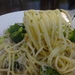 カフェアンジェ - 麺はモチモチ、ツルツルしていてアルデンテがあります。