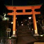 エスニックカリー メーヤウ - 向かいは穴八幡神社の鳥居