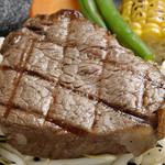 ステーキ ジーシー - 肉汁たっぷりのステーキ