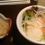 30032322 - セットの小鉢とサラダ