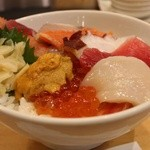 ハレの日食堂 - 海鮮丼 1330円。