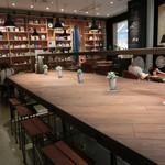 30035763 - ノ~ンビリと、「本とお茶」が楽しめる素敵なスペース。サーフボードはオーナーさんの趣味だそう♡