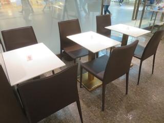 ゴディバ 神戸・三宮さんちか店 - テーブル席