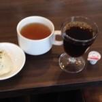 30038130 - 着席するとすぐにスープとポテトサラダが出てくる。コーヒーは飲み放題