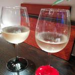 オッタントット - 【夜】グラス/白ワイン(2種類あり、どちらも辛口でした)