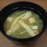 泳ぎ活魚・炭火焼き 駅前 - 味噌汁