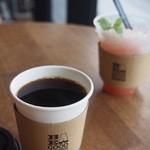 ビー ア グッド ネイバー コーヒー キオスク - カップにたっぷり入ってます。幸せな一杯