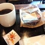 30053645 - サンドイッチと、コーヒープレス 370円(税別)