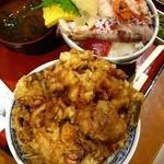 牧原鮮魚店 - 地魚入り海鮮かき揚げ丼580円・魚屋の海鮮丼(並)680円