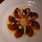 HANA  - モッツアレラとトマトのカプレーゼ@750円