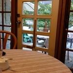 cafe KO-BA - テラスの向こうがドッグラン