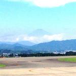 沼津魚がし鮨 - 遠目に富士山が見えて富士山に乾杯!!