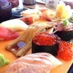 沼津魚がし鮨 - なかなかの大振りなネタに大振りのコメ(笑)