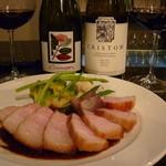 30064176 - 豚バラのソテーと赤グラス2種