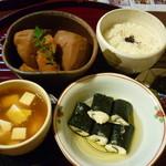 いもぼう平野家本店 - いもぼう、ご飯、祇園豆腐、とろろのり巻き付き