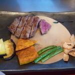 30065356 - 和牛ステーキ、焼き野菜