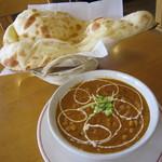 インディアン・レストラン ロタ - 豆カレー&ナンのランチ、700円♪サラダと飲み物がついてます。