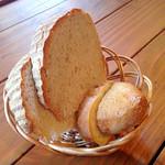 30069975 - 土日祝日ランチコースのパン
