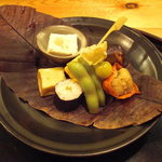 3007413 - ほうずきに鱧、秋刀魚燻製、南瓜蒲鉾、擬製豆腐に枝豆糀味噌漬、のり巻、えぞ鹿のつくね。