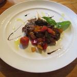 GRAND DELI - 肉料理は「ほろほろ鶏のグリル カポナータ添え」です。