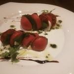 テジャクッチーナ - イベリコチョリソーサラミとフルーツトマトのカプレーゼ