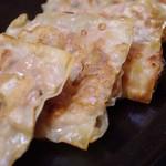 まんまや 和坐 - 京都産もち豚使用。石焼平餃子