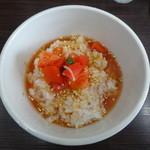 英 - 柚子胡椒トマトの冷製雑 スープ投入後