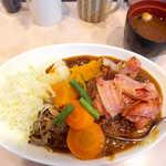 カレーショップ 酒井屋 - ベーコンヤサイカレー(¥750+玄米¥50)。野菜不足のときに食べたいカレー!