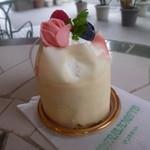 30075916 - ラズベリーが美味しい「ショコラブラン (390円)」