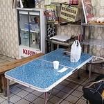 肉のさかもと - 店内の簡易テーブルでいただきます!