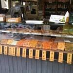 手焼せんべい杏 - せんべいショーケース