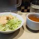 洋食屋さん - カレーにセットのサラダとスープ