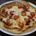 30079532 - プチトマトとサラミ ピッツァ