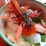 海鮮丼 浜辺丸 - 海鮮丼