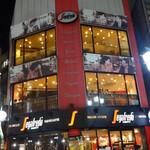 セガフレード・ザネッティ - 新宿三丁目、交差点にそびえるビル